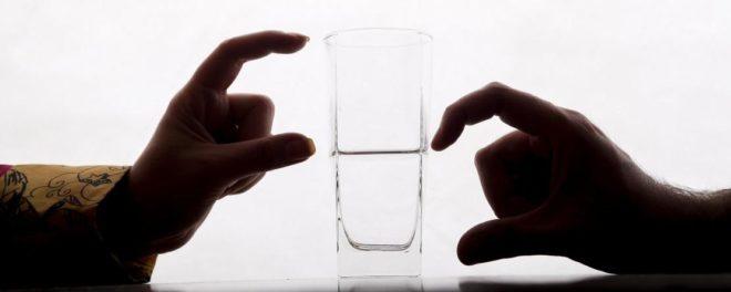 verre à moitié vide vs à moitié plein